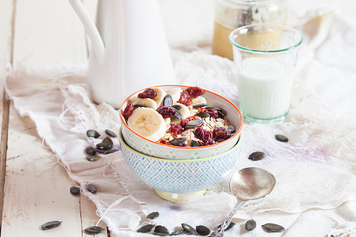 Bowl「Bowl of oat flakes with dried cranberries, banana slices and pumpkin seed」:スマホ壁紙(1)