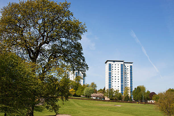 High Rise Housing Beside Parkland In Falkirk, Scotland.:スマホ壁紙(壁紙.com)