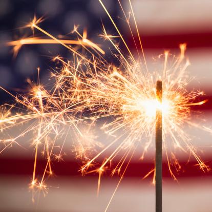 Fourth of July「Sparkler and American flag」:スマホ壁紙(11)
