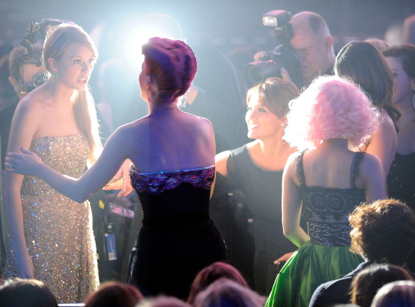テイラー・スウィフト「2011 American Music Awards - Show」:写真・画像(4)[壁紙.com]