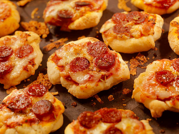 Mini Homemade Pepperoni Pizza Bites:スマホ壁紙(壁紙.com)