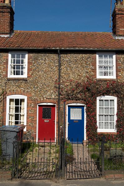 Front Door「Neighbouring terraced cottages, Suffolk, United Kingdom」:写真・画像(14)[壁紙.com]
