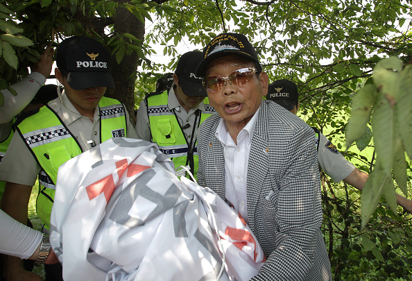 Handout「Police Block North Korean Defectors From Releasing Propaganda Balloons Against Mine Incident」:写真・画像(12)[壁紙.com]