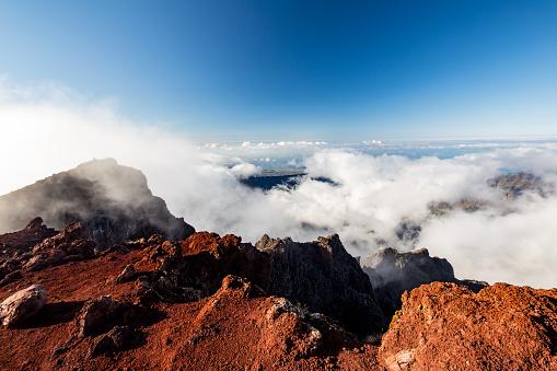 Reunion Island「Summit of the Piton des Neiges volcano, Réunion」:スマホ壁紙(19)