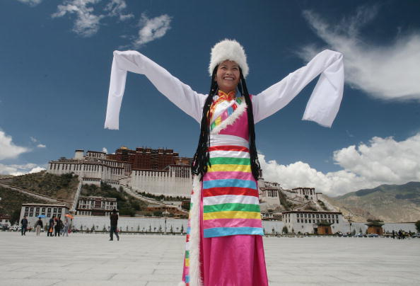 Cultures「Ancient Lhasa Metamorphoses Into Modern Metropolis」:写真・画像(12)[壁紙.com]