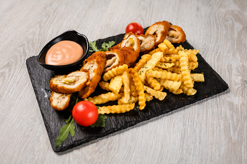 Stuffed Chicken「Crispy chicken breast stuffed with cheese, served with french fries」:スマホ壁紙(15)