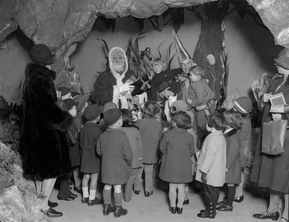 Paying「Santa's Grotto」:写真・画像(3)[壁紙.com]