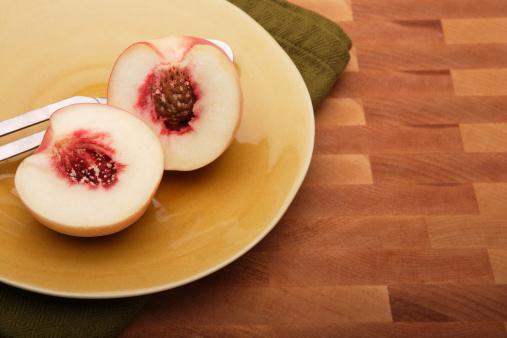 Peach「Peach On Plate」:スマホ壁紙(12)