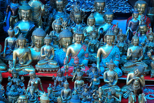 Gift Shop「Religious souvenirs for sale at Alchi Monastery near Leh, Ladakh.」:スマホ壁紙(17)