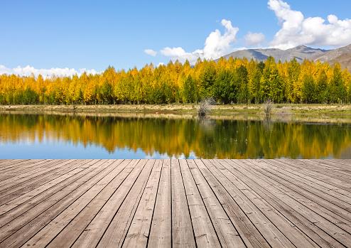 伝統的な祭り「Wooden board towards landscape」:スマホ壁紙(16)