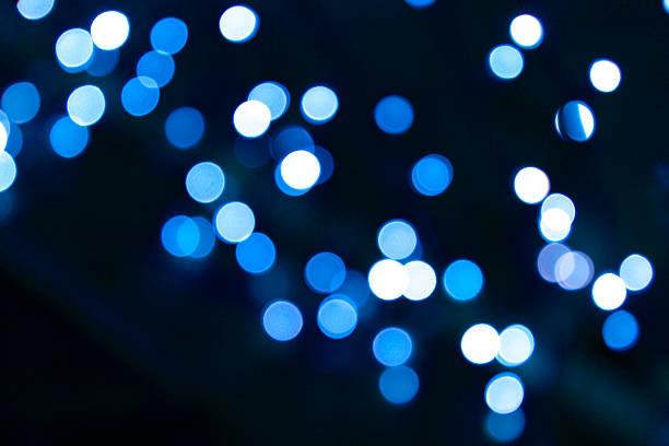 defocused blue light dots against black background:スマホ壁紙(壁紙.com)