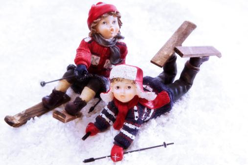 スキー「Girl figurines skiing」:スマホ壁紙(3)