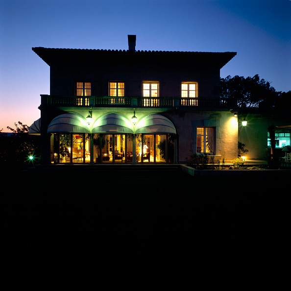 Footpath「View of an exquisite bungalow at night」:写真・画像(18)[壁紙.com]