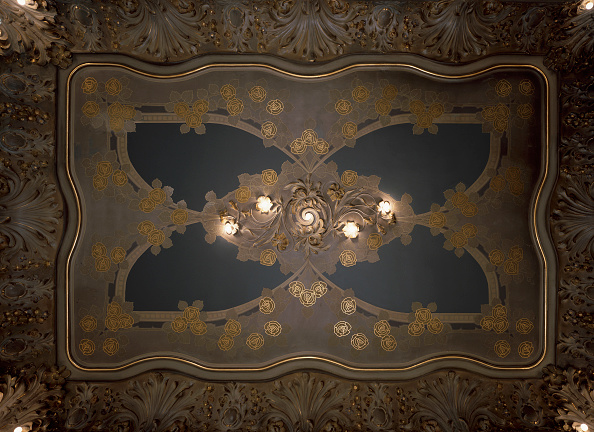 Ceiling「View of an artistic illuminated ceiling」:写真・画像(0)[壁紙.com]
