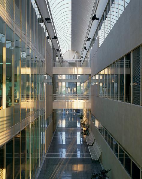 Ceiling「View of an atrium in a building」:写真・画像(9)[壁紙.com]