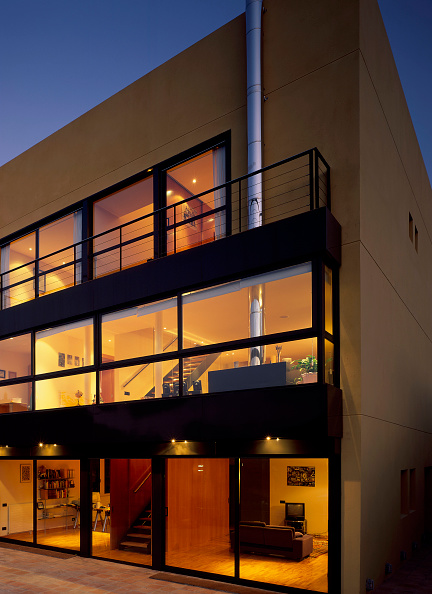 Architectural Feature「View of an illuminated house」:写真・画像(13)[壁紙.com]