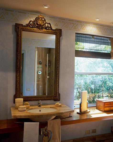 Drawer「View of an elegant bathroom」:写真・画像(3)[壁紙.com]