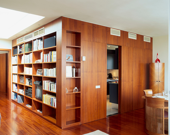 Ceiling「View of an elegant library in a home」:写真・画像(5)[壁紙.com]