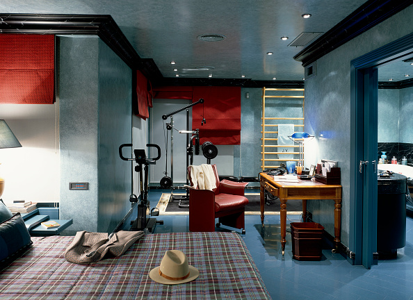 Domestic Room「View of an illuminated bedroom with a gym」:写真・画像(5)[壁紙.com]