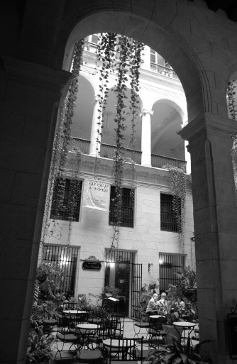 Unrecognizable Person「View of an outdoor cafe with an arched entrance, Havana, Cuba」:スマホ壁紙(15)