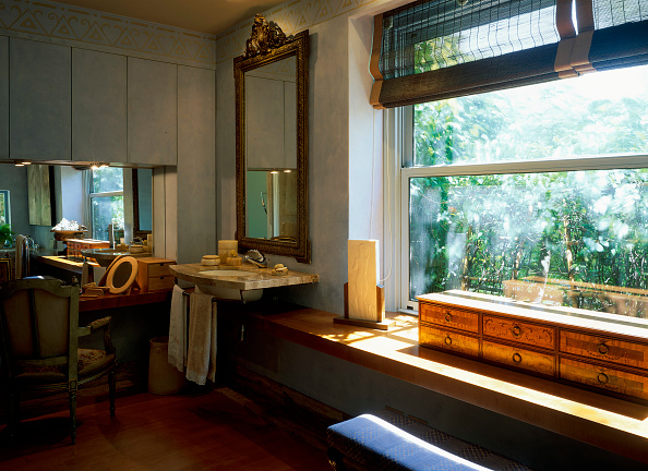 Bathroom「View of an elegant master bathroom」:写真・画像(0)[壁紙.com]