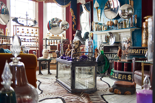 マクロ撮影「A view of an antiques dealers living room」:スマホ壁紙(1)