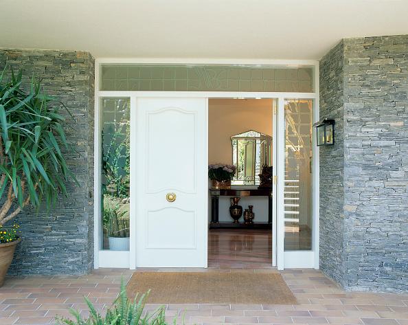 葉・植物「View of an open entrance to a house」:写真・画像(9)[壁紙.com]