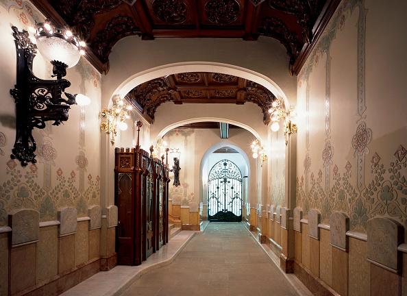 Corridor「View of an illuminated hallway」:写真・画像(13)[壁紙.com]