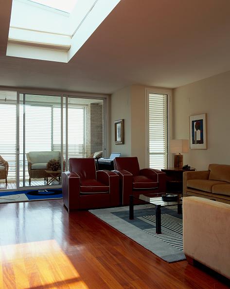 Hardwood Floor「View of an eclectic living room」:写真・画像(8)[壁紙.com]