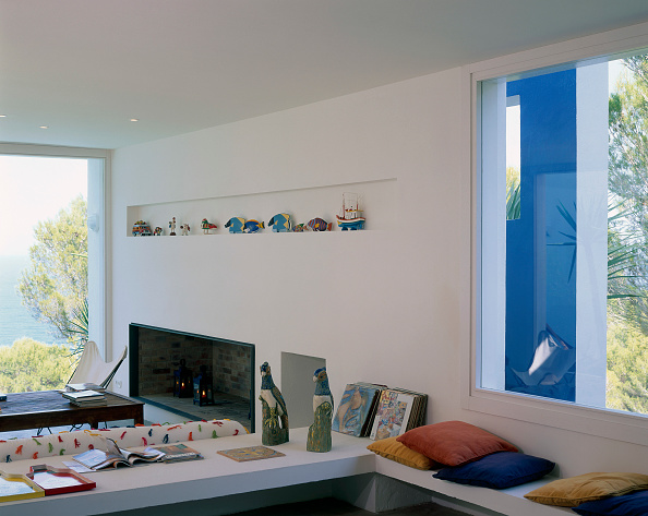 Comfortable「View of an eclectic living room」:写真・画像(10)[壁紙.com]