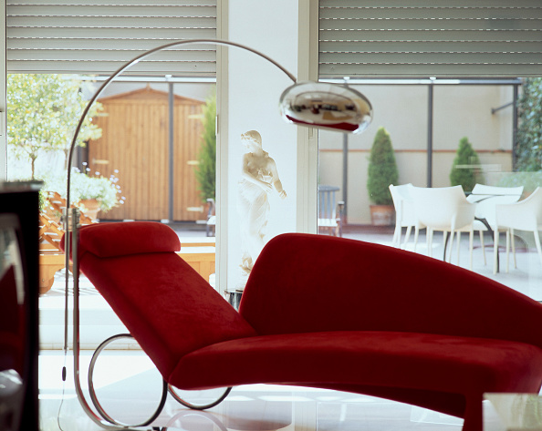 Upholstered Furniture「View of an elegant red couch」:写真・画像(17)[壁紙.com]