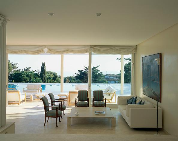 Tidy Room「View of an elegant living room」:写真・画像(1)[壁紙.com]