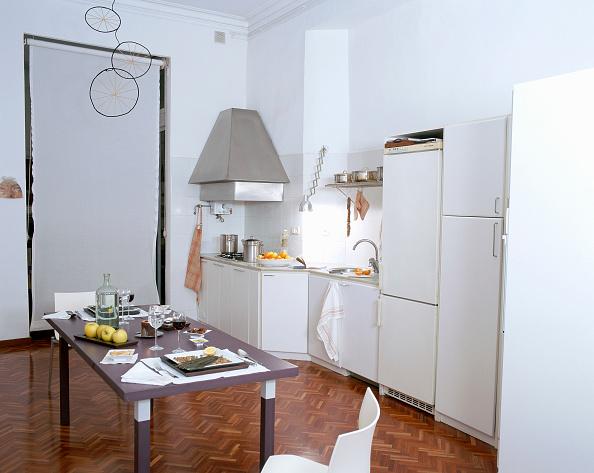Kitchen「View of an untidy kitchen」:写真・画像(9)[壁紙.com]