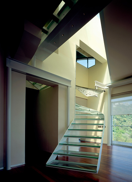 Steps「View of an elegant glass stairway」:写真・画像(6)[壁紙.com]