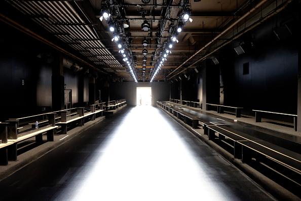 Catwalk - Stage「Seen Around Fall 2016 New York Fashion Week - Day 0」:写真・画像(8)[壁紙.com]