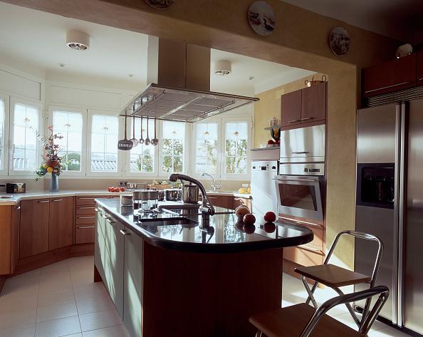 Hanging「View of an elegant kitchen」:写真・画像(11)[壁紙.com]