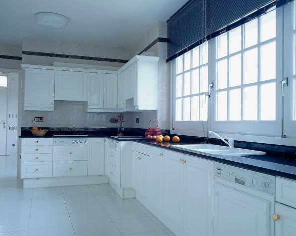 Kitchen「View of an elegant kitchen」:写真・画像(8)[壁紙.com]