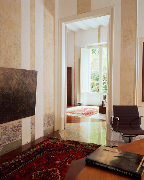 Rug「View of an exquisite rug placed on the floor」:写真・画像(1)[壁紙.com]