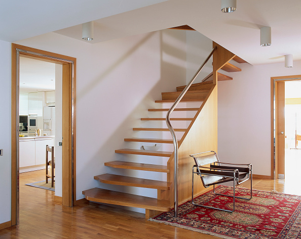 Hardwood Floor「View of an eclectic stairway leading to a sitting room」:写真・画像(5)[壁紙.com]