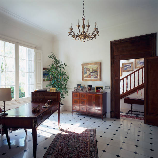 View of an elegant room with tiled flooring:ニュース(壁紙.com)