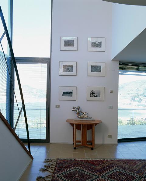 Upholstered Furniture「View of an elegantly designed living room」:写真・画像(3)[壁紙.com]