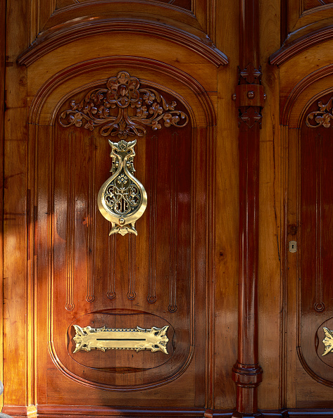 Door「View of an elegant wooden door」:写真・画像(6)[壁紙.com]