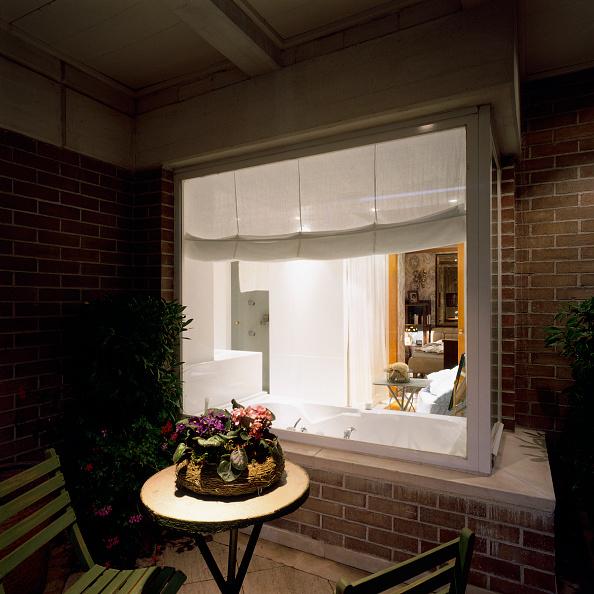 Curtain「View of an illuminated bathroom through a glass」:写真・画像(17)[壁紙.com]