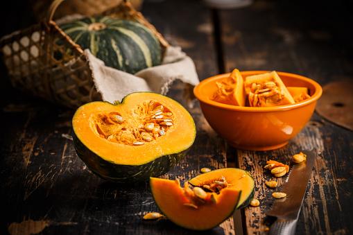 Pumpkin「pumpkin slice on the table」:スマホ壁紙(11)