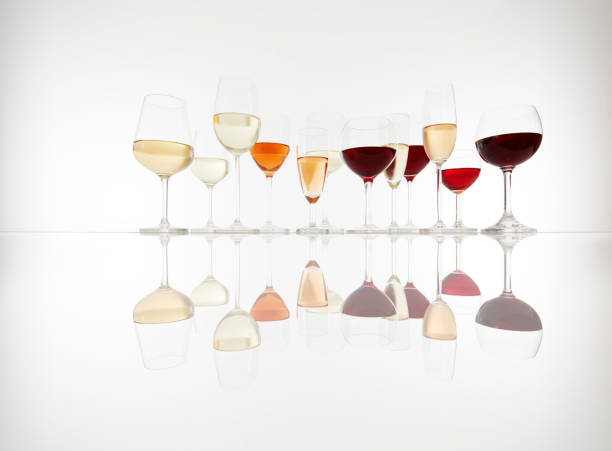 Various glasses with wine, prosecco and champagne:スマホ壁紙(壁紙.com)