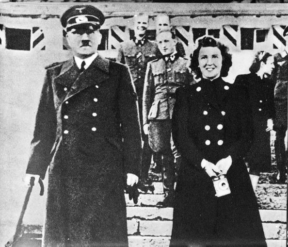 Suicide「Hitler And Braun Pose For A Picture」:写真・画像(10)[壁紙.com]