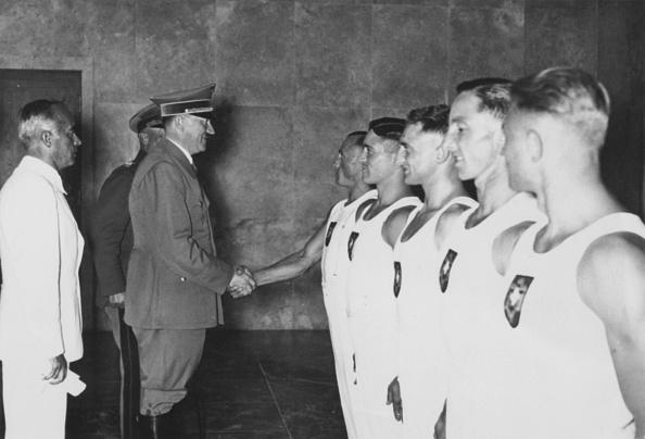 オリンピック「British Rowers Meet Hitler」:写真・画像(11)[壁紙.com]
