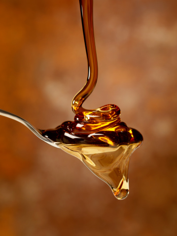 Maple Syrup「Pouring Maple Syrup over a Spoon」:スマホ壁紙(1)