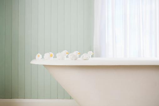 Bathtub「Toy ducks on a bath」:スマホ壁紙(9)