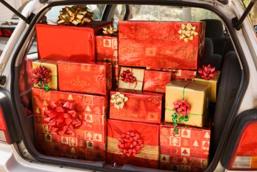 Stuffed「Car loaded with Christmas presents」:スマホ壁紙(10)